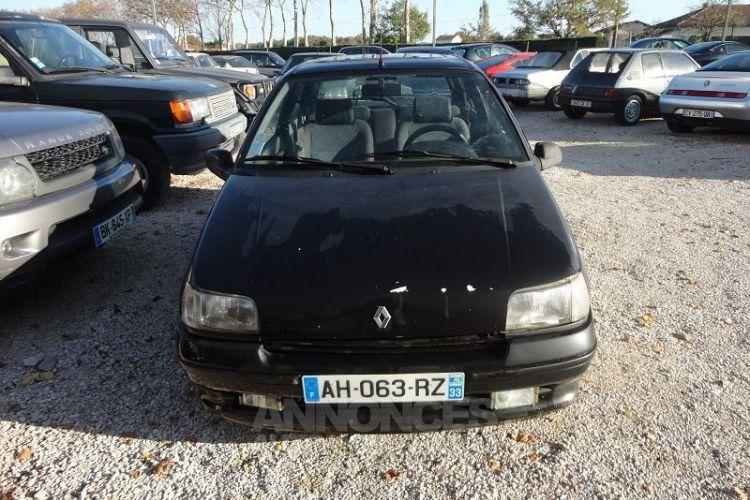 Renault Clio 1.8 110CH RSI 3P - <small></small> 2.200 € <small>TTC</small> - #10