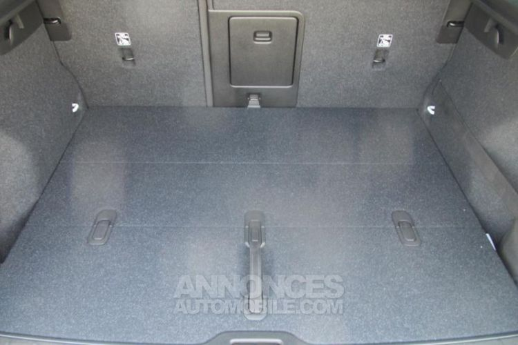 Volvo XC40 D4 AdBlue AWD 190ch R-Design Geartronic 8 - <small></small> 47.900 € <small>TTC</small> - #19