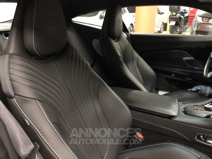 Aston Martin DB11 V12 gris Occasion - 6