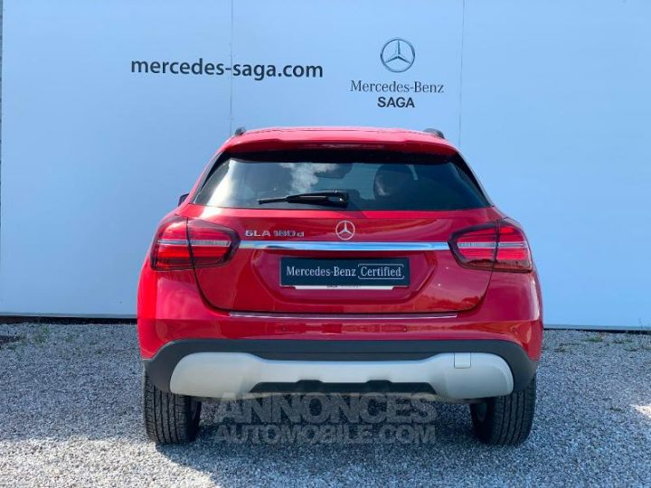 Mercedes Classe GLA 180 d Inspiration 7G-DCT ROUGE Occasion - 4