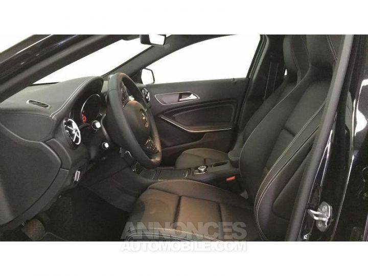 Mercedes Classe GLA 200 d 136ch Starlight Edition 7G-DCT Euro6c Noir Cosmos Occasion - 12