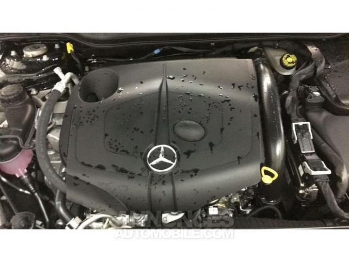 Mercedes Classe GLA 200 d 136ch Starlight Edition 7G-DCT Euro6c Noir Cosmos Occasion - 16