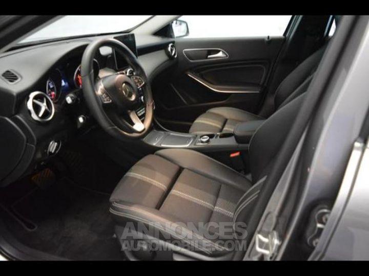 Mercedes Classe GLA 200 d Sensation 7G-DCT GRIS MONTAGNE Occasion - 4