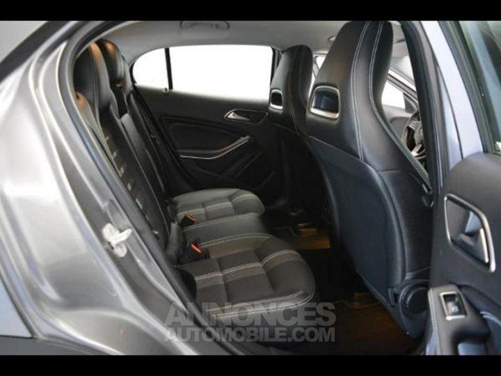 Mercedes Classe GLA 200 d Sensation 7G-DCT GRIS MONTAGNE Occasion - 5