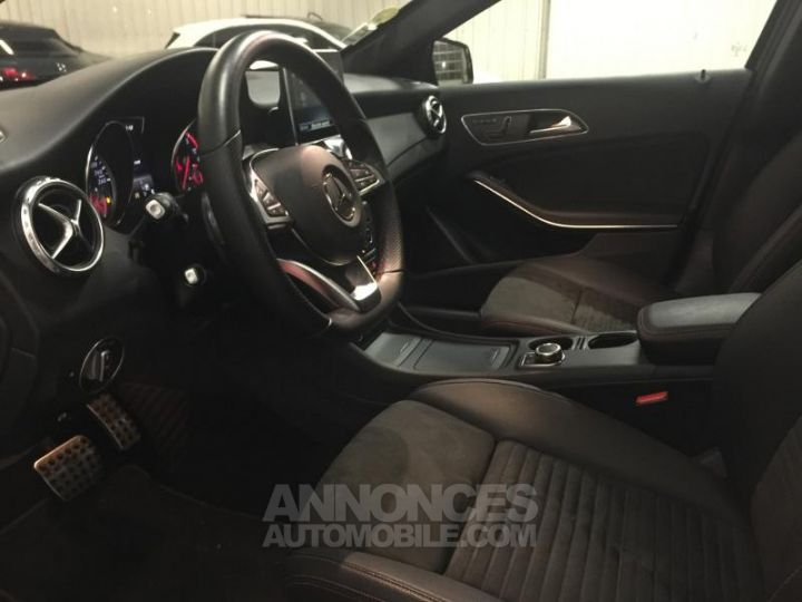 Mercedes Classe GLA 220 CDI Fascination 4Matic 7G-DCT NOIR COSMOS Occasion - 3