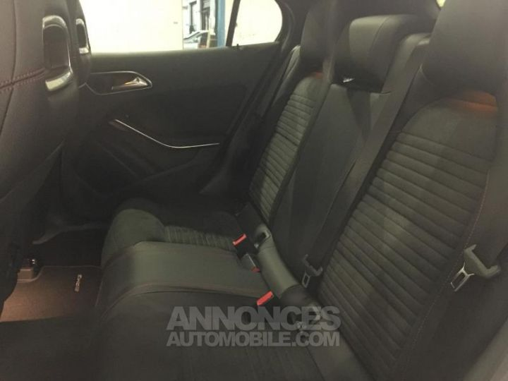 Mercedes Classe GLA 220 CDI Fascination 4Matic 7G-DCT NOIR COSMOS Occasion - 15