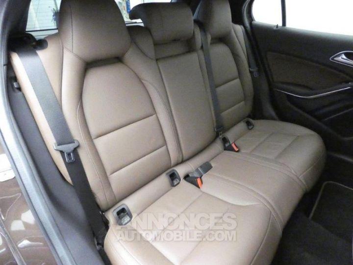 Mercedes Classe GLA 220 CDI Sensation 4Matic 7G-DCT Marron Orient Occasion - 16
