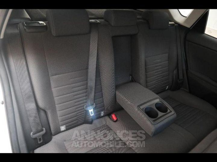 Toyota AURIS HSD 136h Design BLANC PUR Occasion - 11