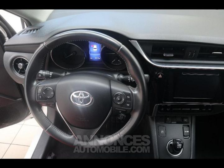 Toyota AURIS HSD 136h Design BLANC PUR Occasion - 18