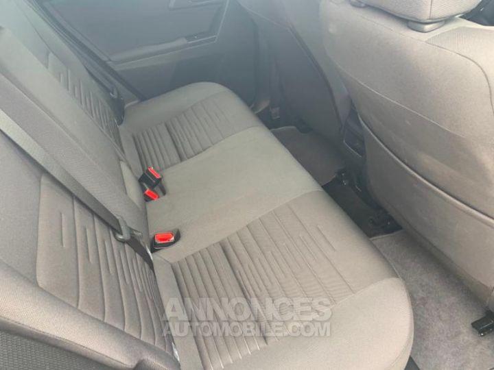 Toyota AURIS HSD 136h Design BLANC Occasion - 5