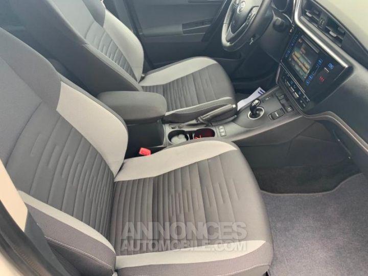 Toyota AURIS HSD 136h Design BLANC Occasion - 9