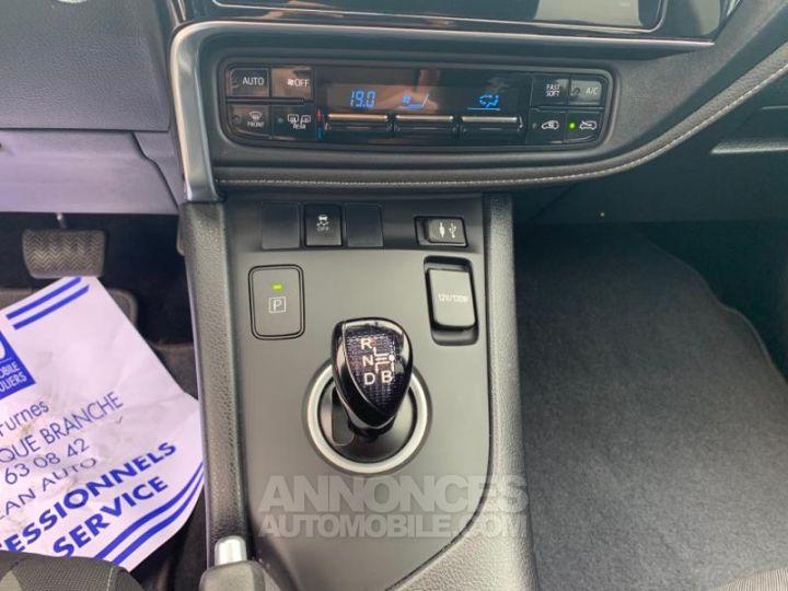 Toyota AURIS HSD 136h Design BLANC Occasion - 12