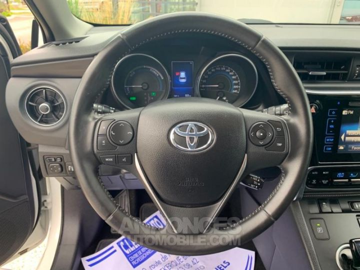 Toyota AURIS HSD 136h Design BLANC Occasion - 13