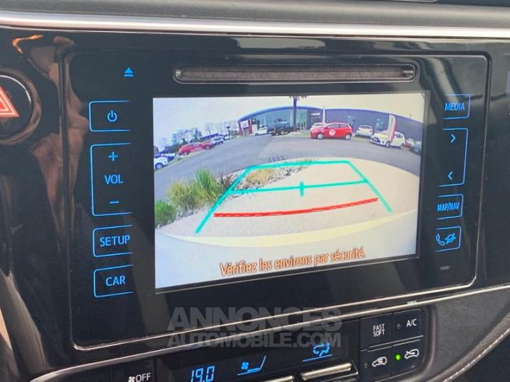 Toyota AURIS HSD 136h Design BLANC Occasion - 16