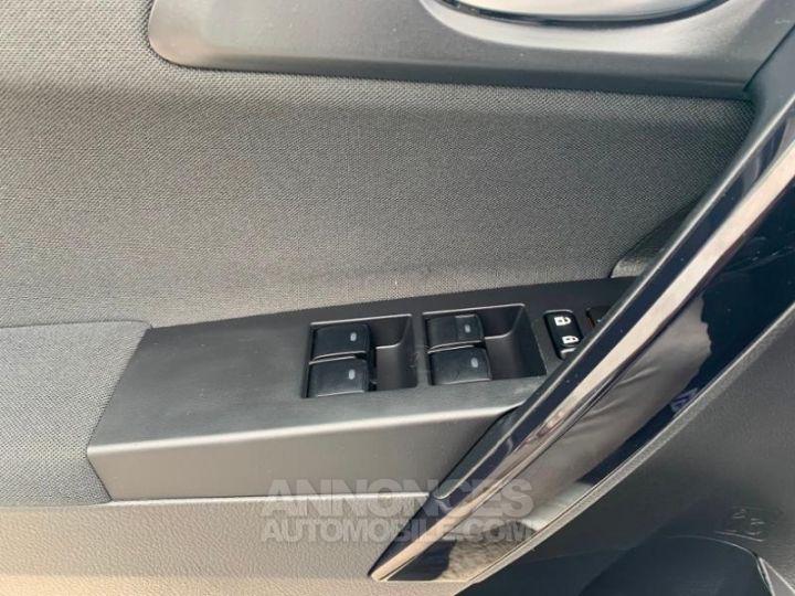 Toyota AURIS HSD 136h Design BLANC Occasion - 17