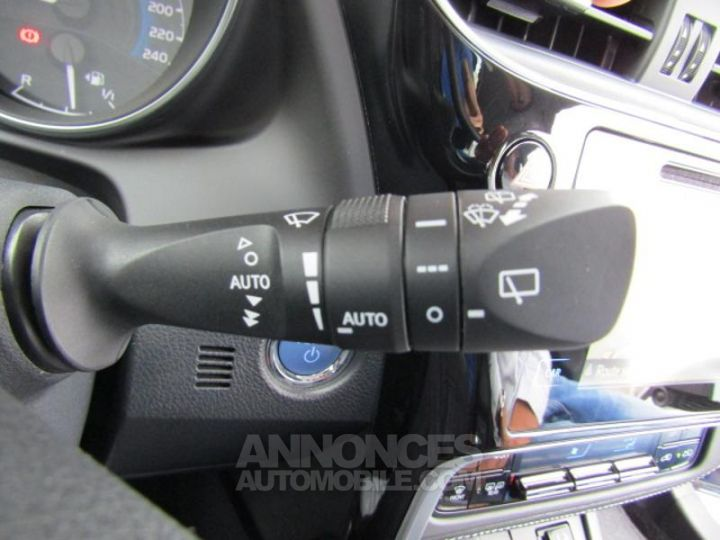 Toyota AURIS HSD 136h Dynamic Bleu Clair Occasion - 15