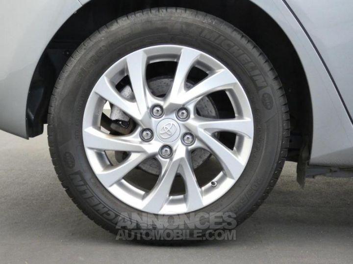 Toyota AURIS HSD 136h Dynamic Gris Platine Occasion - 8