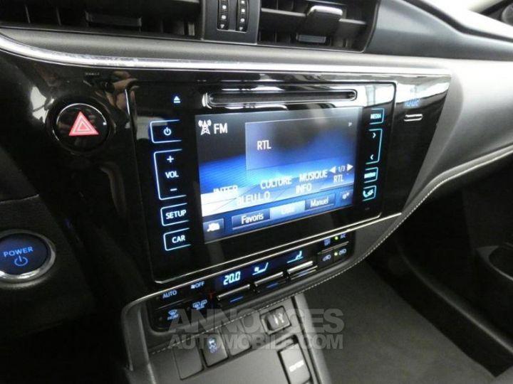 Toyota AURIS HSD 136h Dynamic Gris Platine Occasion - 13