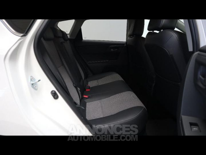 Toyota AURIS HSD 136h Executive BLANC Occasion - 19