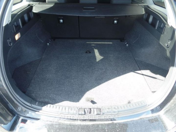 Toyota AURIS TOURING SPORTS HSD 136h Design Noir Occasion - 6