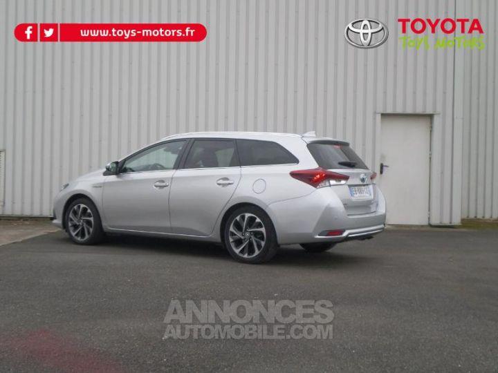 Toyota AURIS TOURING SPORTS HSD 136h Design Business GRIS Occasion - 7