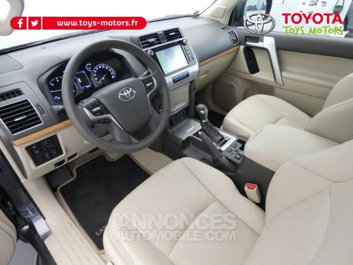 Toyota LAND CRUISER 177 D-4D Lounge BVA 5p GRIS ATLAS Occasion - 8