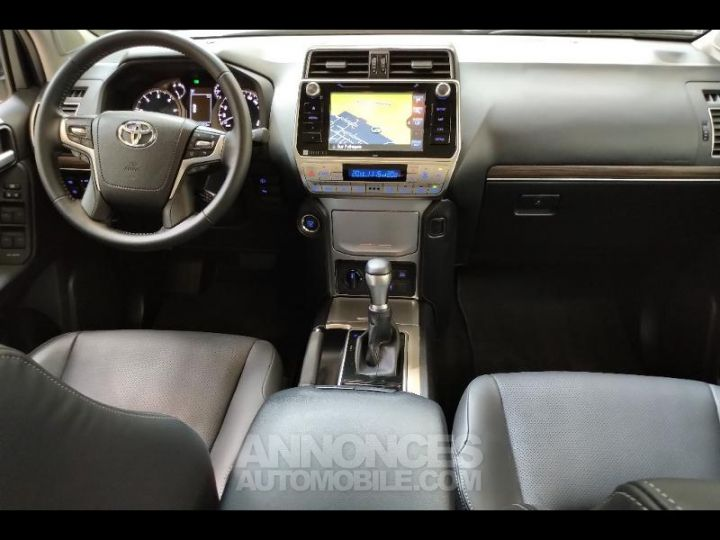 Toyota LAND CRUISER 177 D-4D Lounge BVA 5p RC18 BLANC NACRE Occasion - 3