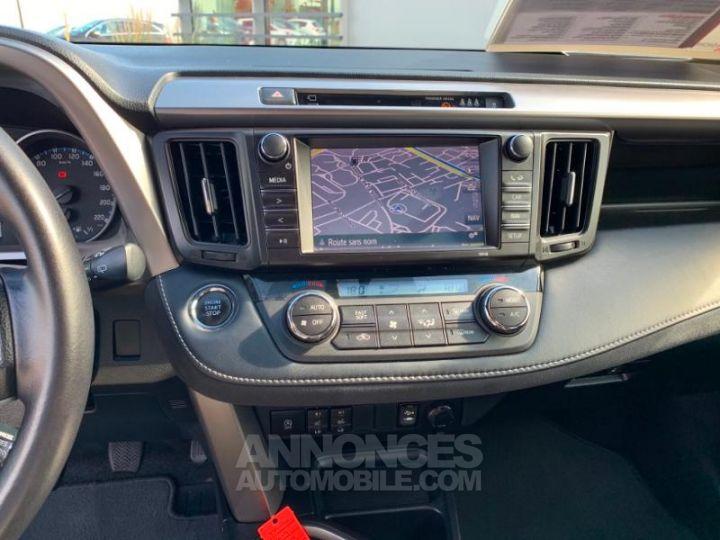 Toyota RAV4 143 D-4D Design 2WD BLANC NACRE Occasion - 9