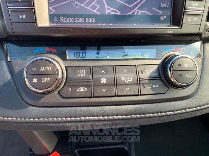 Toyota RAV4 143 D-4D Design 2WD BLANC NACRE Occasion - 10