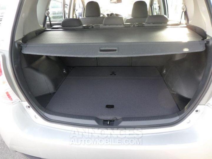 Toyota VERSO 112 D-4D FAP Feel 5 places GRIS ALU Occasion - 8