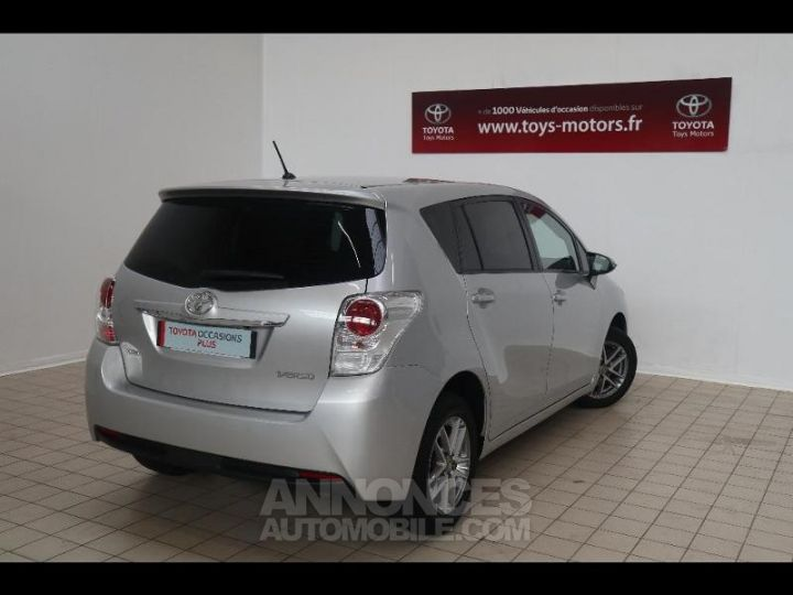 Toyota VERSO 112 D-4D FAP Feel SkyView 5 places Gris Occasion - 2