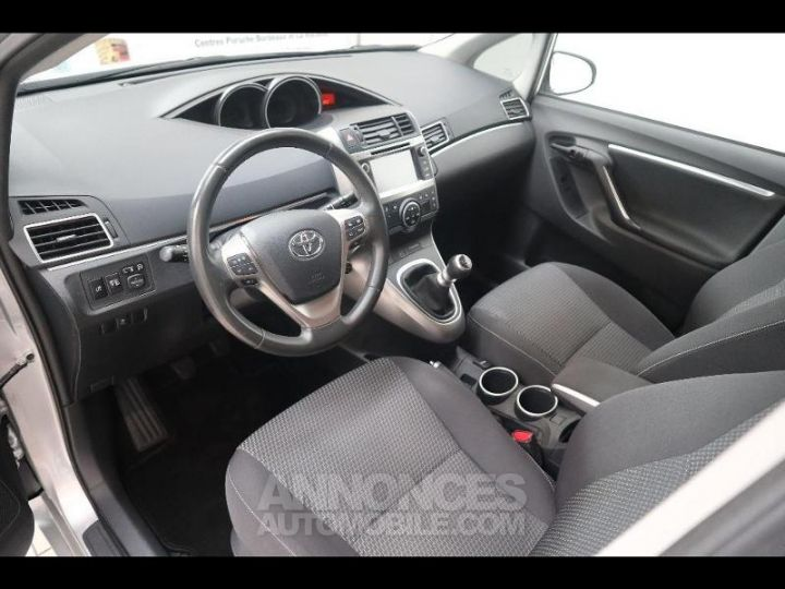 Toyota VERSO 112 D-4D FAP Feel SkyView 5 places Gris Occasion - 4