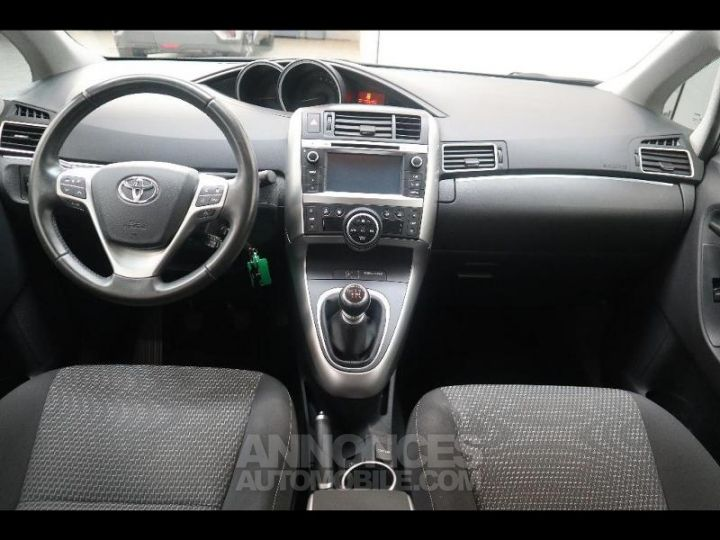 Toyota VERSO 112 D-4D FAP Feel SkyView 5 places Gris Occasion - 5