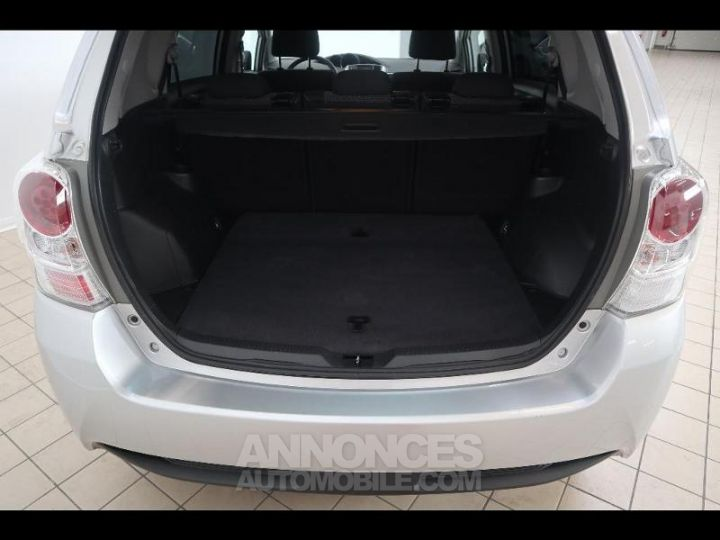 Toyota VERSO 112 D-4D FAP Feel SkyView 5 places Gris Occasion - 11