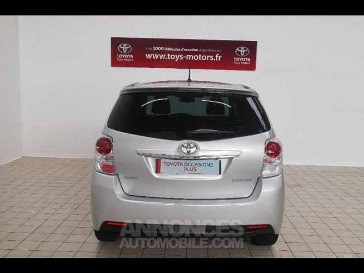 Toyota VERSO 112 D-4D FAP Feel SkyView 5 places Gris Occasion - 14
