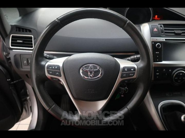 Toyota VERSO 112 D-4D FAP Feel SkyView 5 places Gris Occasion - 16