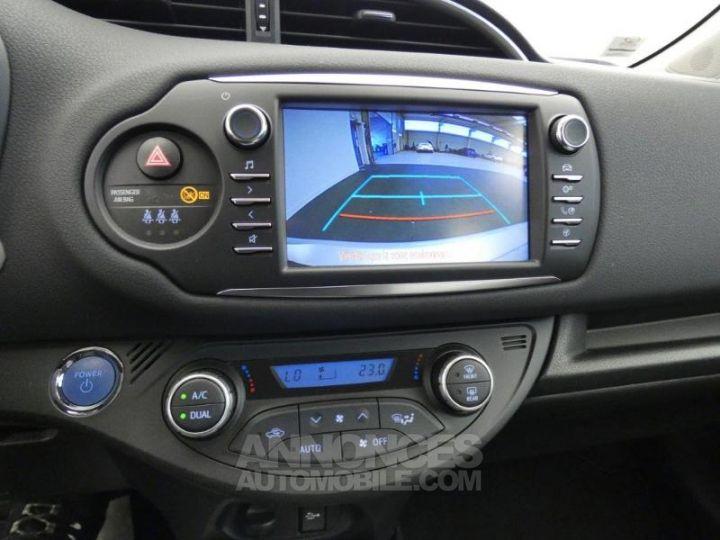Toyota YARIS 100h Dynamic 5p GRIS ALUMINIUM Occasion - 7