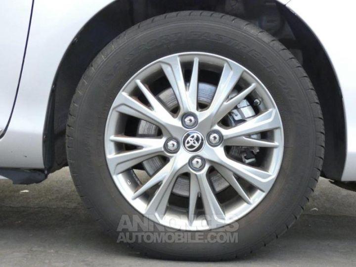Toyota YARIS 100h Dynamic 5p GRIS ALUMINIUM Occasion - 11
