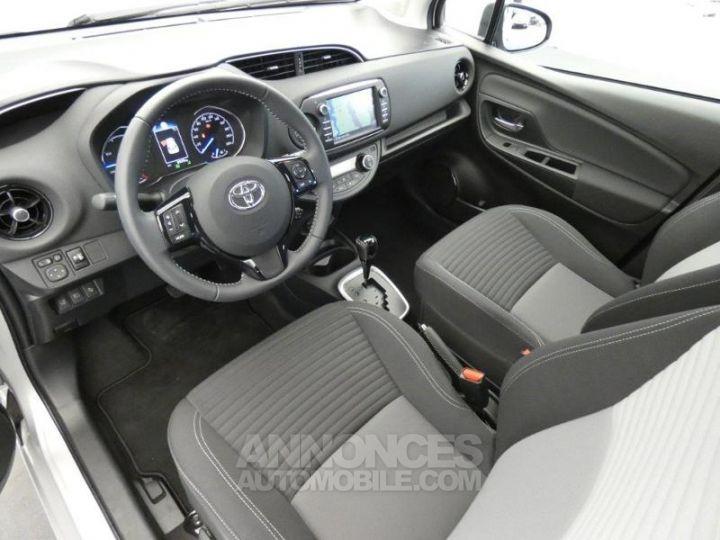 Toyota YARIS 100h Dynamic 5p GRIS ALUMINIUM Occasion - 14