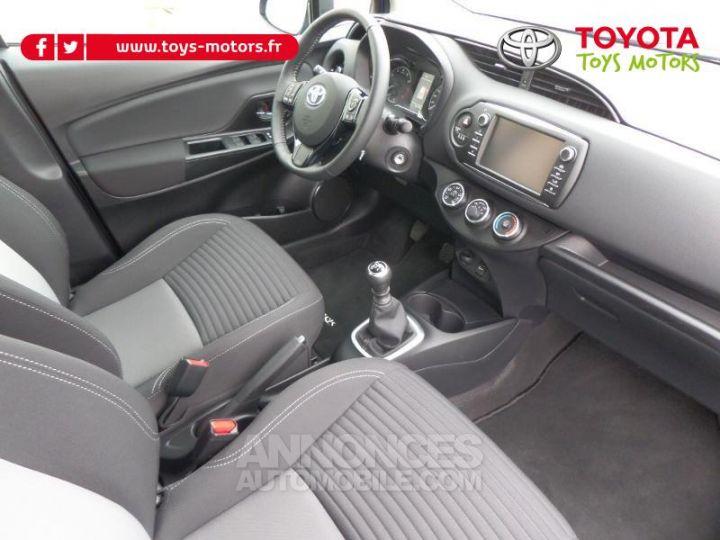 Toyota YARIS 110 VVT-i Design 5p RC18 BI TON BLEU NEBULA   NOIR Occasion - 11