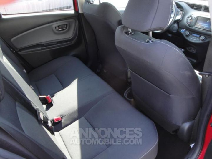 Toyota YARIS HSD 100h Design 5p ROUGE Occasion - 11