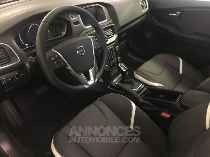 Volvo V40 T2 122ch Edition Geartronic Noir Métal Occasion - 5