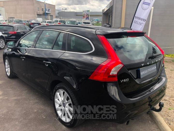 Volvo V60 D3 150ch Momentum Business Geartronic NOIR Occasion - 11