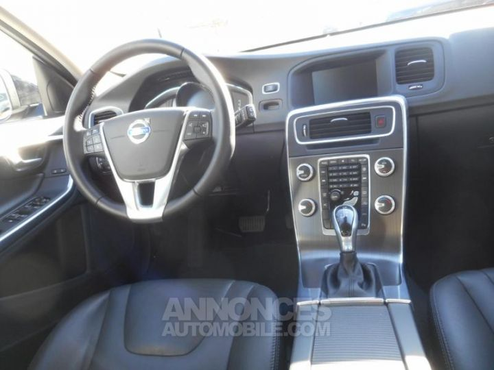 Volvo V60 T4 190ch Summum Geartronic NOIR Occasion - 2