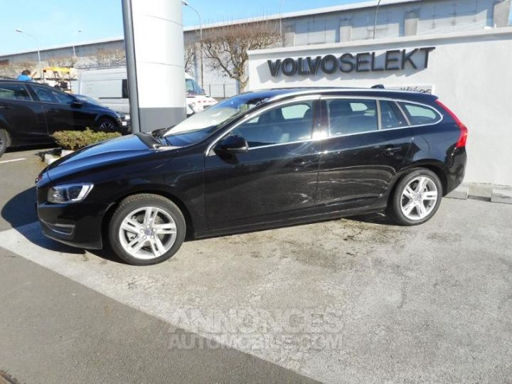 Volvo V60 T4 190ch Summum Geartronic NOIR Occasion - 12