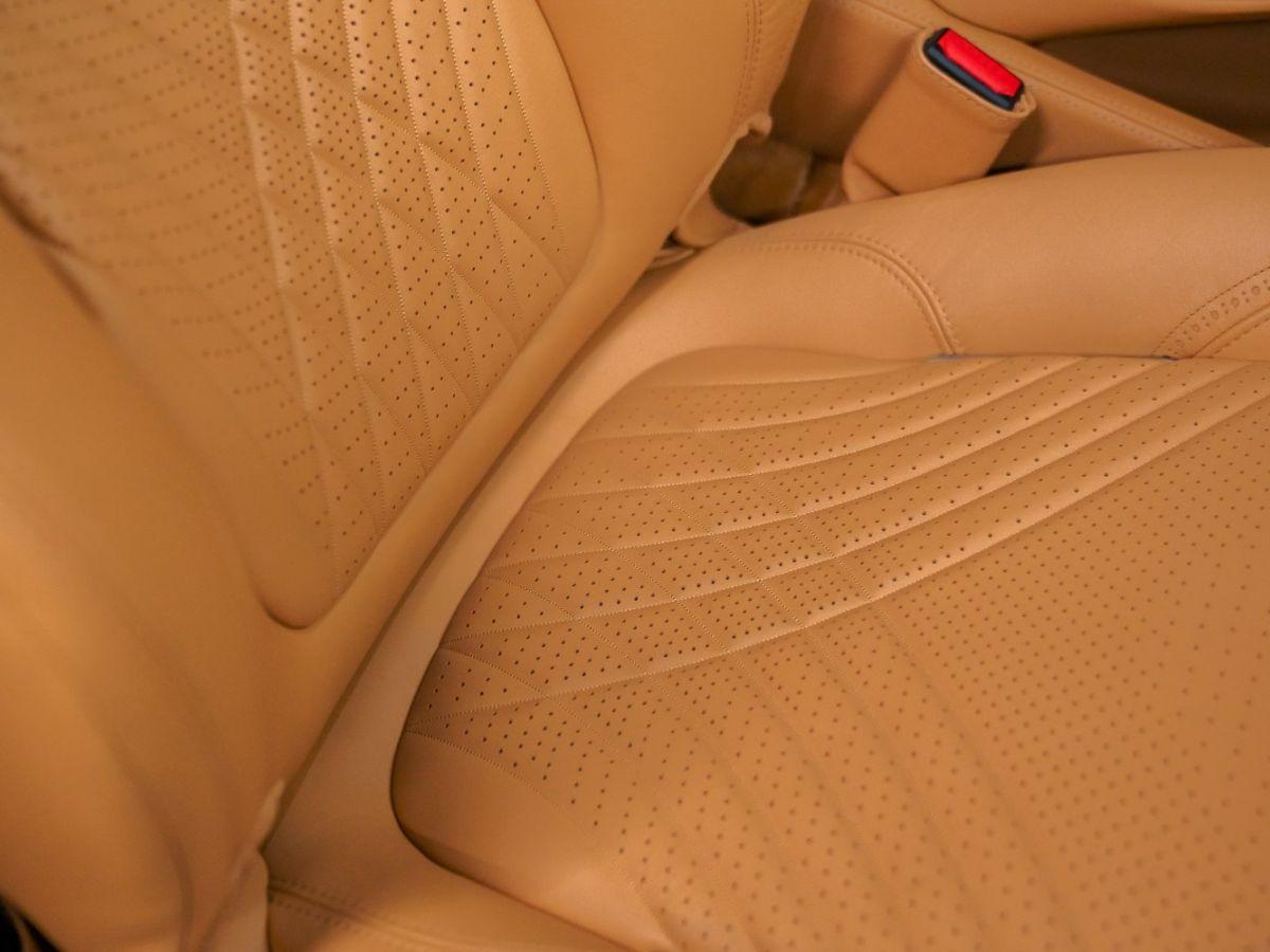 Aston Martin DBX Vert Foncé - 48