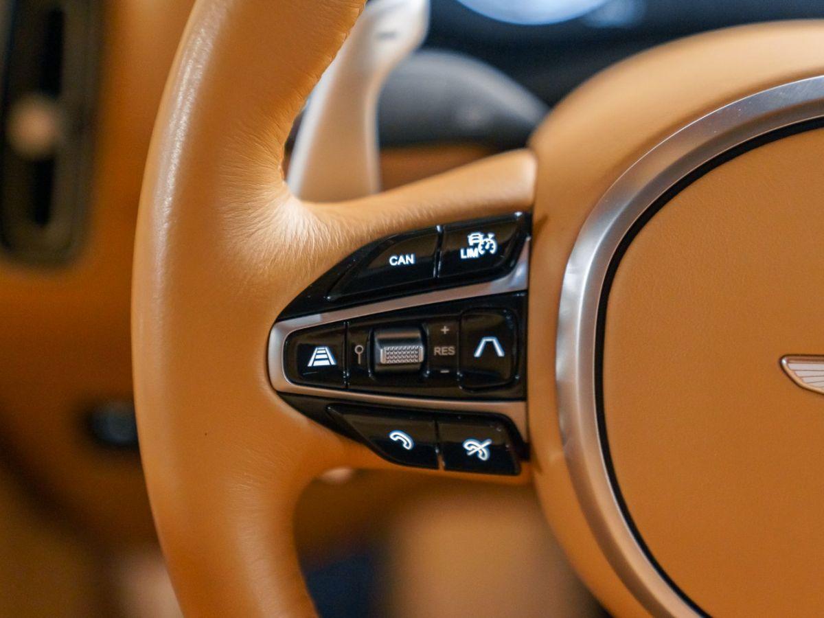 Aston Martin DBX Vert Foncé - 54