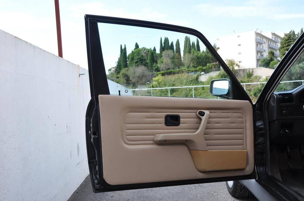 BMW M3 E30 Coupe Diamantschwarz Metallic - 15