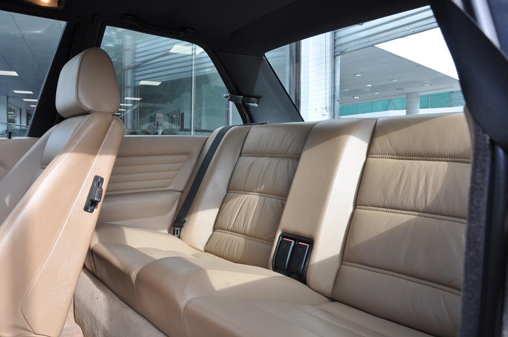 BMW M3 E30 Coupe Diamantschwarz Metallic - 16