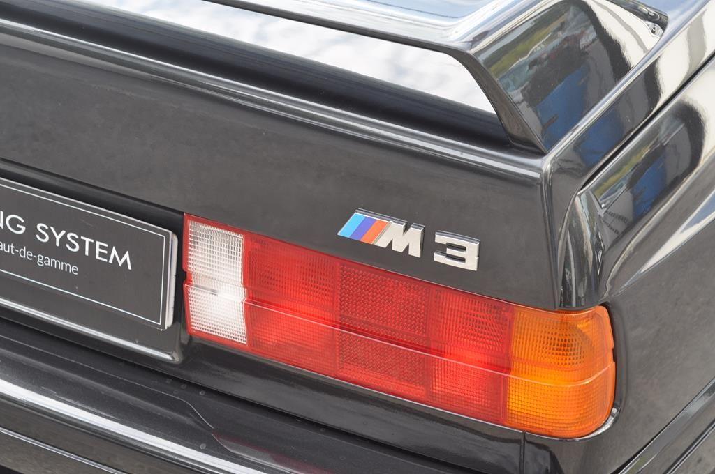 BMW M3 E30 Coupe Diamantschwarz Metallic - 29